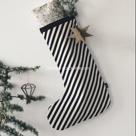 Chaussette de Noël rayures noires en coton - Ferm Living